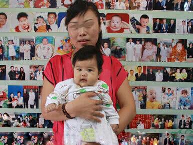 商丘子宫内膜异症患者3年无子 现携百天宝宝感恩长江